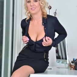 Luci Angel in 'Anilos' Blonde Secretary (Thumbnail 6)
