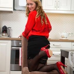 Maya Konovalenko in 'Anilos' Blonde Cougar (Thumbnail 2)