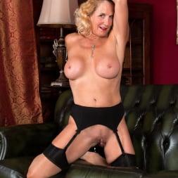 Molly Maracas in 'Anilos' Feeling Sexy (Thumbnail 15)