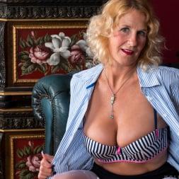 Molly Maracas in 'Anilos' Mature Pleasure (Thumbnail 4)
