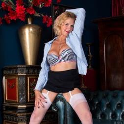 Molly Maracas in 'Anilos' Mature Pleasure (Thumbnail 5)