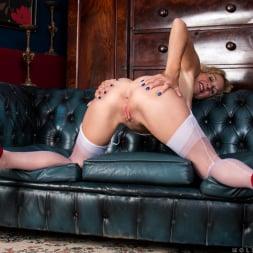 Molly Maracas in 'Anilos' Mature Pleasure (Thumbnail 15)