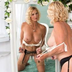 Molly Maracas in 'Anilos' Mirror Mirror (Thumbnail 11)