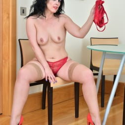 Montse Swinger in 'Anilos' Dressed To Please (Thumbnail 7)