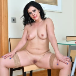 Montse Swinger in 'Anilos' Dressed To Please (Thumbnail 9)