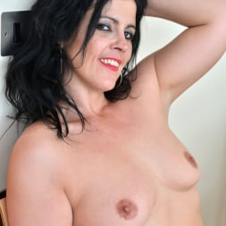 Montse Swinger in 'Anilos' Dressed To Please (Thumbnail 10)