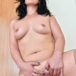 Montse Swinger in 'Anilos' Dressed To Please (Thumbnail 14)
