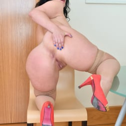Montse Swinger in 'Anilos' Dressed To Please (Thumbnail 15)