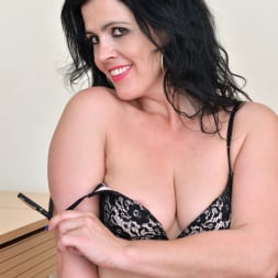 Montse Swinger in 'Anilos' Sexy Business Lady (Thumbnail 6)