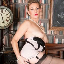 Mrs Huntingdon Smythe in 'Anilos' Masturbation Class (Thumbnail 9)