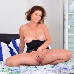 Nicol in 'Anilos' Natural Tits (Thumbnail 15)