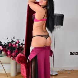 Nicola Kiss in 'Anilos' Sexier With Age (Thumbnail 3)