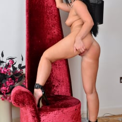Nicola Kiss in 'Anilos' Sexier With Age (Thumbnail 14)