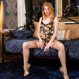 Nicole Hart in 'Anilos' Show Off (Thumbnail 2)