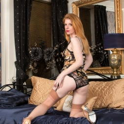 Nicole Hart in 'Anilos' Show Off (Thumbnail 3)