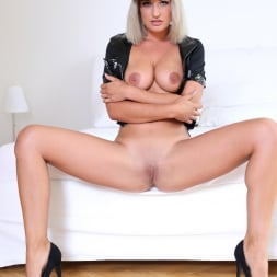 Nicole Vice in 'Anilos' Naughty Dress Up (Thumbnail 6)