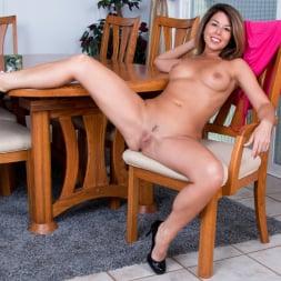 Niki in 'Anilos' What A Woman (Thumbnail 14)