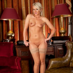 Nikkii G in 'Anilos' She Likes It Her Way (Thumbnail 15)