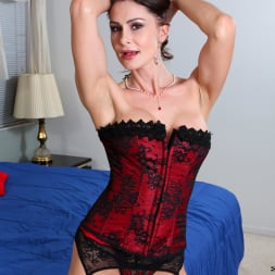 Nora Noir in 'Anilos' Sexy Show Off (Thumbnail 1)