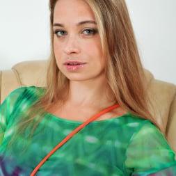 Olga Cabaeva in 'Anilos' Eat Me (Thumbnail 3)