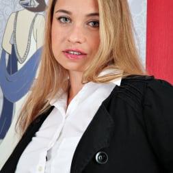Olga Cabaeva in 'Anilos' Hot Mama (Thumbnail 1)