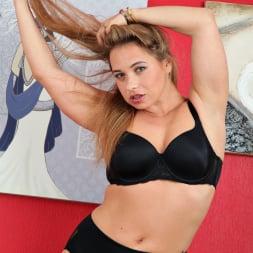 Olga Cabaeva in 'Anilos' Hot Mama (Thumbnail 5)