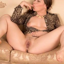 Olga Cabaeva in 'Anilos' One Hot Cougar (Thumbnail 12)
