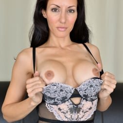 Olivia Bell in 'Anilos' Ready To Please (Thumbnail 7)
