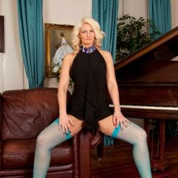 Olivia Jayne in 'Anilos' Busty Blonde (Thumbnail 4)