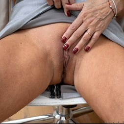 Olivia Westervelt in 'Anilos' Sixty And Sexy (Thumbnail 4)