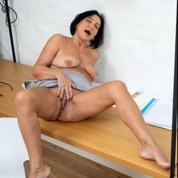 Olivia Westervelt in 'Anilos' Sixty And Sexy (Thumbnail 14)