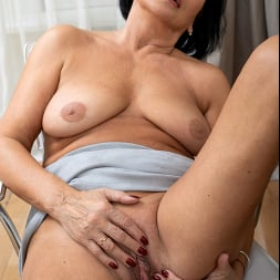 Olivia Westervelt in 'Anilos' Sixty And Sexy (Thumbnail 15)