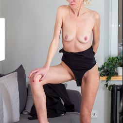 Peggy in 'Anilos' Like What You See (Thumbnail 12)