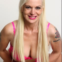 Rebecca Nolan in 'Anilos' Tickled Pink (Thumbnail 7)