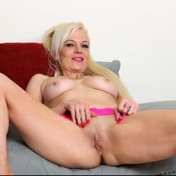 Rebecca Nolan in 'Anilos' Tickled Pink (Thumbnail 11)