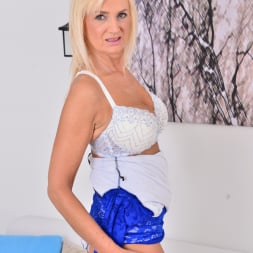 Roxana Hanova in 'Anilos' Blonde Bombshell (Thumbnail 6)