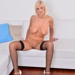 Roxana Hanova in 'Anilos' Blonde Bombshell (Thumbnail 11)