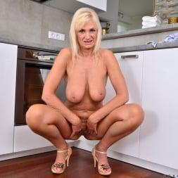 Roxana Hanova in 'Anilos' Summer Heat (Thumbnail 14)