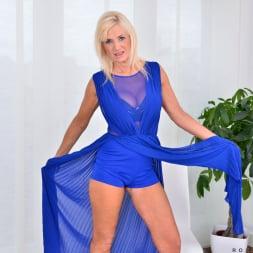 Roxana Hanova in 'Anilos' Temptress (Thumbnail 3)