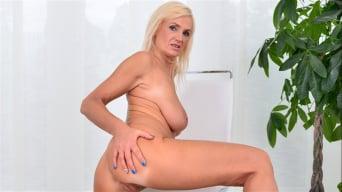 Roxana Hanova in 'Temptress'