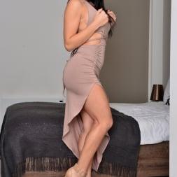 Roxy Mendez in 'Anilos' Natural Tits (Thumbnail 1)