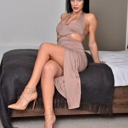 Roxy Mendez in 'Anilos' Natural Tits (Thumbnail 2)