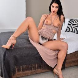 Roxy Mendez in 'Anilos' Natural Tits (Thumbnail 4)