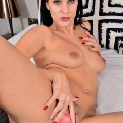 Roxy Mendez in 'Anilos' Natural Tits (Thumbnail 9)