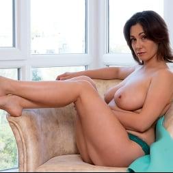 Sara in 'Anilos' Busty Beauty (Thumbnail 7)