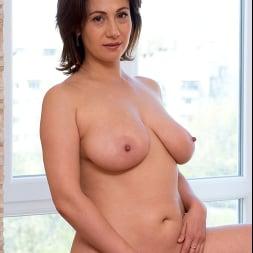 Sara in 'Anilos' Busty Beauty (Thumbnail 9)