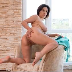 Sara in 'Anilos' Busty Beauty (Thumbnail 13)
