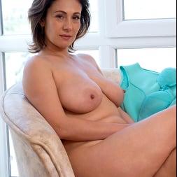 Sara in 'Anilos' Busty Beauty (Thumbnail 16)