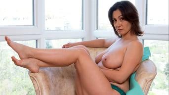 Sara in 'Busty Beauty'