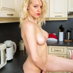 Sasha Jess in 'Anilos' Sexy Sasha (Thumbnail 8)